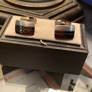 Sober and gray cufflinks